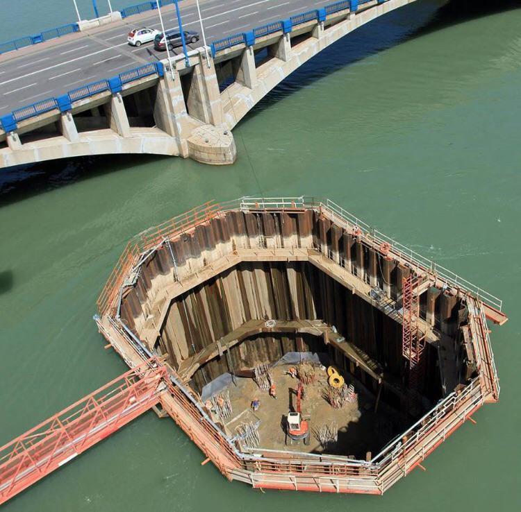 Cassone di fondazione per le fondamenta di un ponte