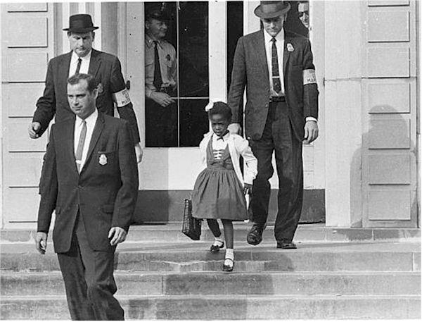 Ruby Bridges scortata a scuola dai soldati nel 1960