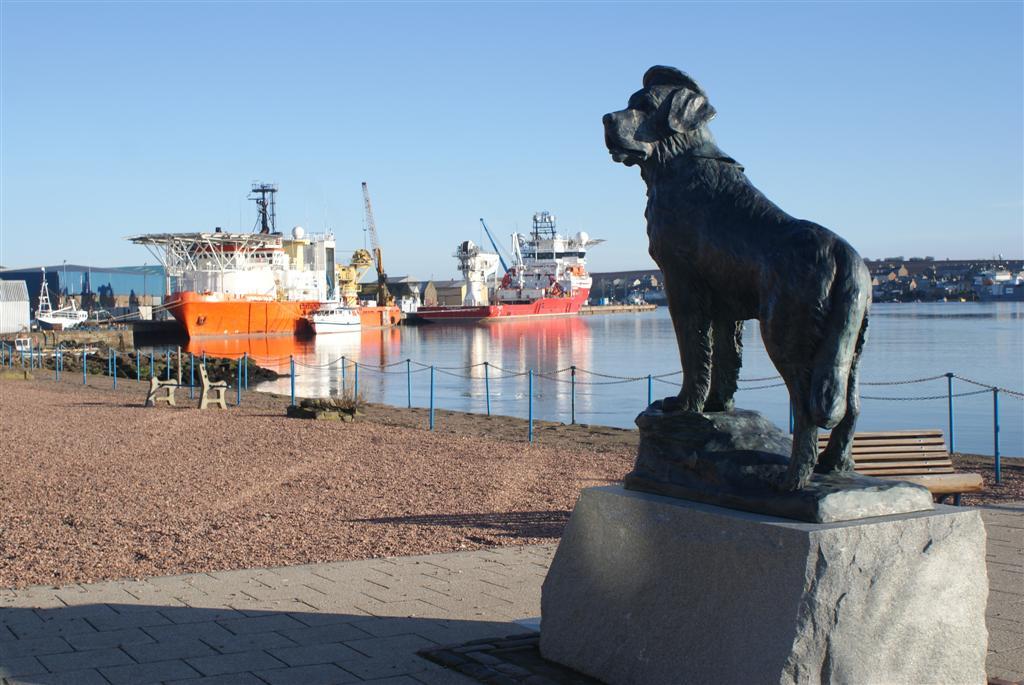 Statua di Bamse al porto di Monrode