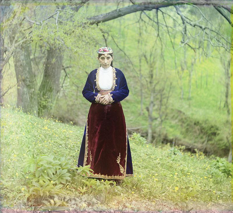 Donna armena che indossa il vestito nazionale ad Artvin