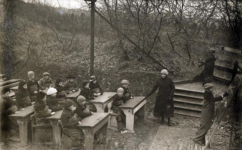 Scuola all'aria aperta in Olanda, 1918
